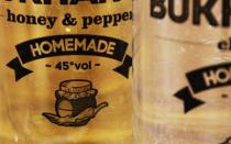 Этикетки на бутылки самогона: скачать бесплатно шаблоны для маркировки домашних напитков в серьезном и шуточном стиле